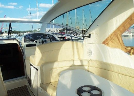 Jeanneau Prestige 30 S in La Rochelle for hire