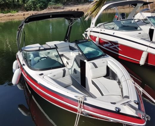 Motorboat REGAL 2100 RX Surf 300cv V8 peer-to-peer