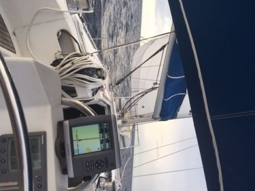 Sailboat BENETEAU OCEANIS 440 peer-to-peer