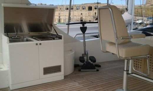 Luxury Yacht 27m in Malte for hire
