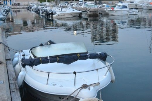 Charter motorboat in Martigues peer-to-peer