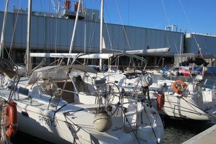 Hire Sailboat Catalina Catalina 42 Genoa