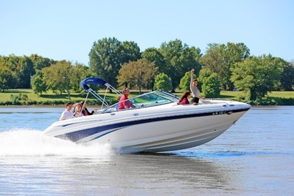 Hire Motorboat Chaparral 25' Washington