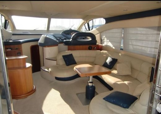 Motorboat AZIMUT 46 peer-to-peer
