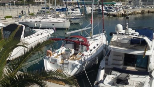 Sailboat Beneteau 393 peer-to-peer