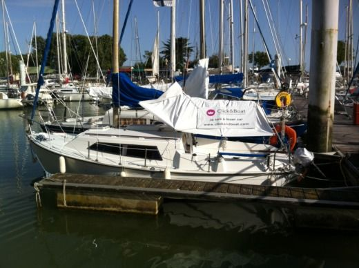 Sailboat Beneteau Kerlouan peer-to-peer