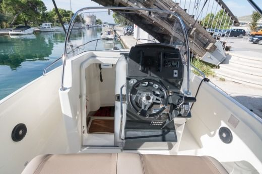 Quicksilver Activ 805 Open a Trogir tra privati