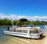 Motorboat Pontoon Tracker 21 Party Barge for hire