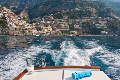 Rental Motorboat Lancia 33ft Positano