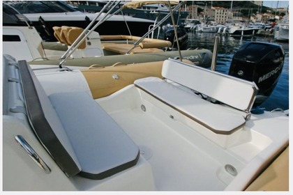 Hire RIB Zodiac 750 MEDLINE Saint-Tropez
