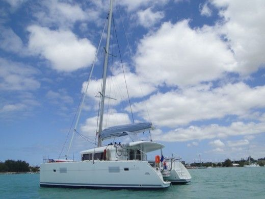 Charter catamaran in Le Port peer-to-peer