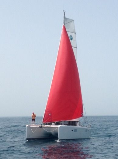 Charter catamaran in Roses peer-to-peer