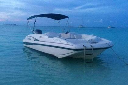Hire Motorboat hurricane fundeck Nassau