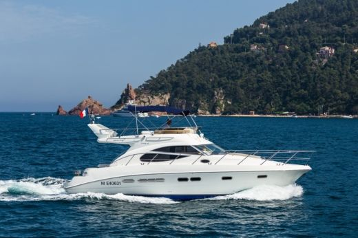 SEALINE F425 in Antibes for hire