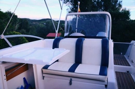 Motorboat Quicksilver Commander 500 for hire