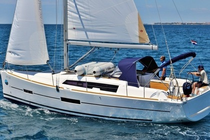 Hire Sailboat DUFOUR 382 Sukošan