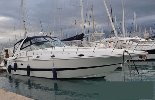 Motorboat Kcs International Esprit 4270 Cruiser Yacht for hire