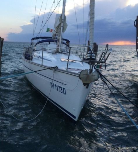 Bavaria 44 in Venise for hire