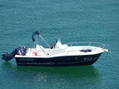 Verhuur Motorboot White Shark 205 Open Cassis