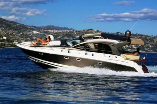 Rental motorboat in Bordighera