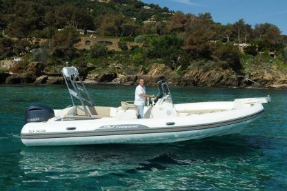 Location Semi-rigide Capelli Tempest 775 Le Lavandou