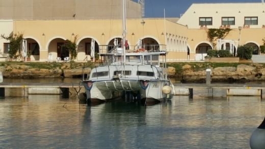 Catamaran Tom Lack Catalac 900 for hire