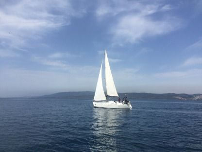 Rental Sailboat Beneteau Oceanis 343 San Roque