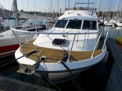 Charter Motorboat Acm 1055 Fly Auray