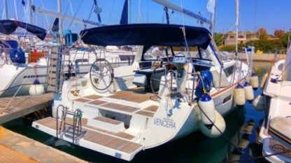 Rental Sailboat Bénéteau Oceanis 45 Elliniko
