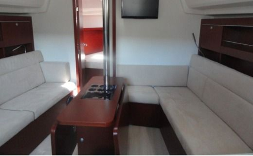 Sailboat Hanse Yachting Sailboat 385 for hire