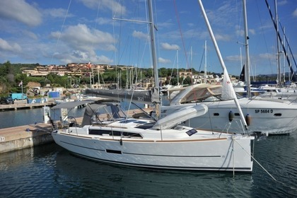 Hire Sailboat DUFOUR 360 GL Portisco