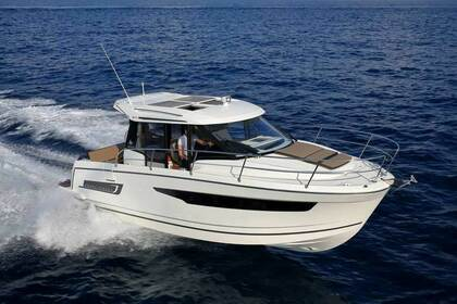 Hire Motorboat Jeanneau Merry Fisher 895 Saint-Gilles-Croix-de-Vie