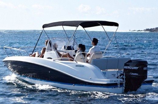 Motorboat Quicksilver Sundeck for hire