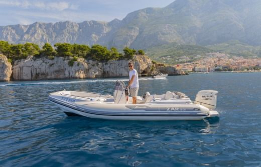 ZAR 53 Luxury a Makarska tra privati