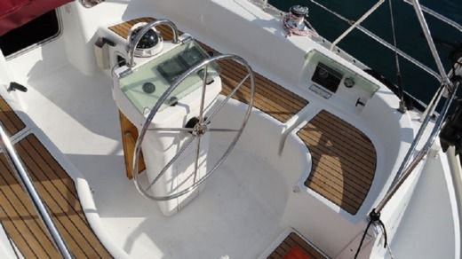 Sailboat BENETEAU Clipper 331 for hire