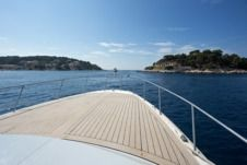 Sea Ray 390 in Hvar