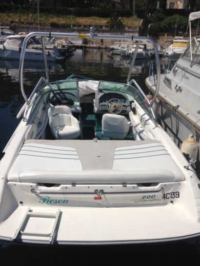 Motorboat SEA RAY Bow Rider- Signature for hire