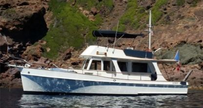 Charter Motorboat Grand Banks Europa 42 Grimaud