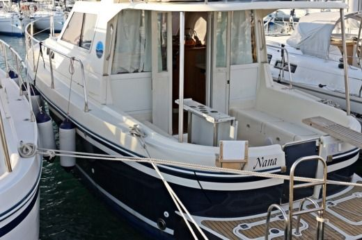 Motorboat Adria 1002 for hire
