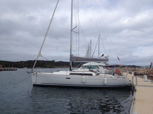 Sailboat BENETEAU Oceanis 37 for hire