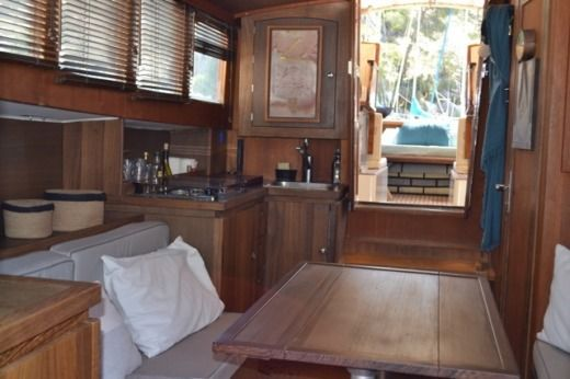 Charter Motorboat Latitude46 Andreyale40 Cassis
