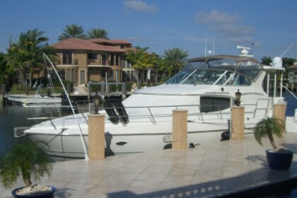 Charter Motorboat Cruisers 4450 Naples