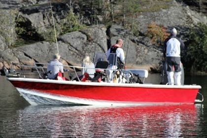 Hire Motorboat SEA PRO 24 Bay Red Stockholm