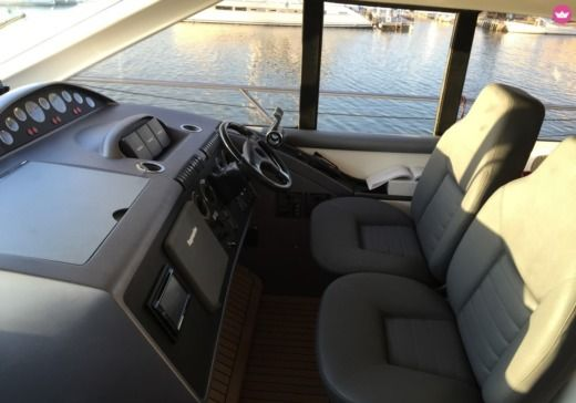 Motorboat PRINCESS V65 peer-to-peer
