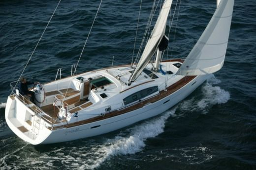 Sailboat Bénéteau Océanis 40 for hire