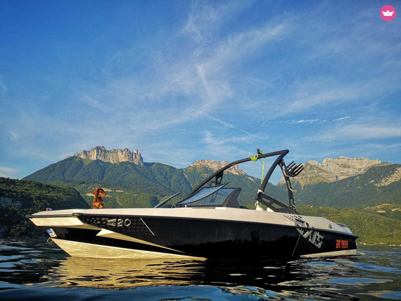 Malibu Axis A20 Wakeboard / Wakesurf Boat