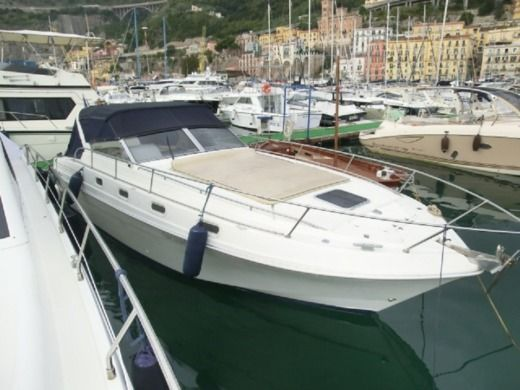 Charter motorboat in Pozzuoli peer-to-peer