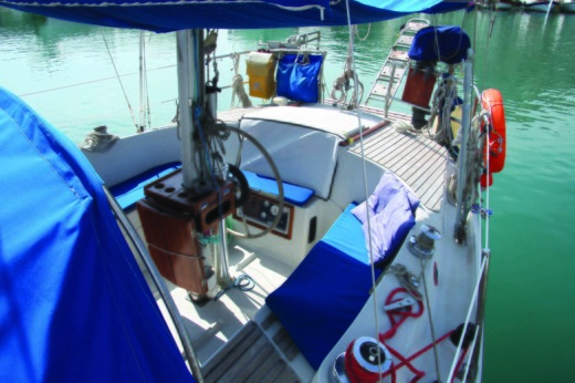 Sailboat Jeanneau  Ginn Fizz 38 for hire