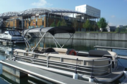Charter Motorboat Sun Tracker Party Barge XP3 Lyon