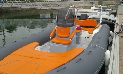 RIBITALY SRL MILAN BWA GT 28 in La Trinité-sur-Mer for hire